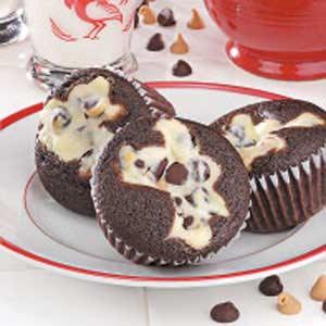 CHOCOLATE CREAM FILLED CUPCAKES