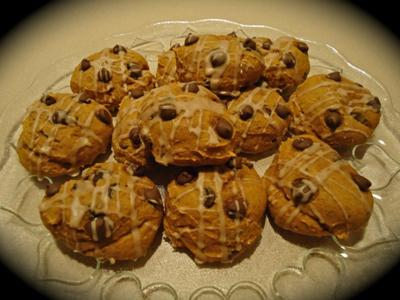 Rudolph's Favorite Pumpkin Chocolate Chip Cake Cookies!